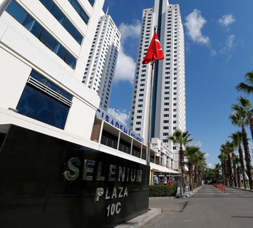 14-selenium-plaza